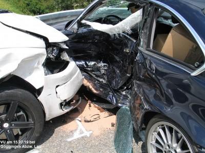 Schwerer Unfall mit drei verletzten Personen