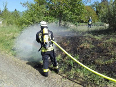 Grasflächenbrand am Bahndamm